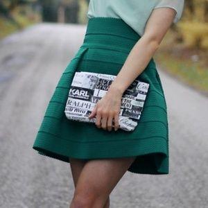 H&M GREEN FLARED SKIRT SIZE MEDIUM